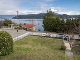 "Photo 18: 535 MARINE Drive in Gibsons: Gibsons & Area House for sale in ""LOWER GIBSONS"" (Sunshine Coast)  : MLS®# R2464583"