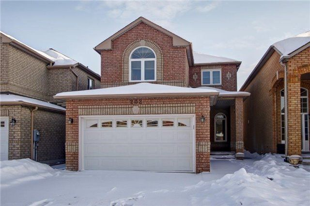 Main Photo: 202 Sylwood Cres in Vaughan: Freehold for sale : MLS®# N4035971