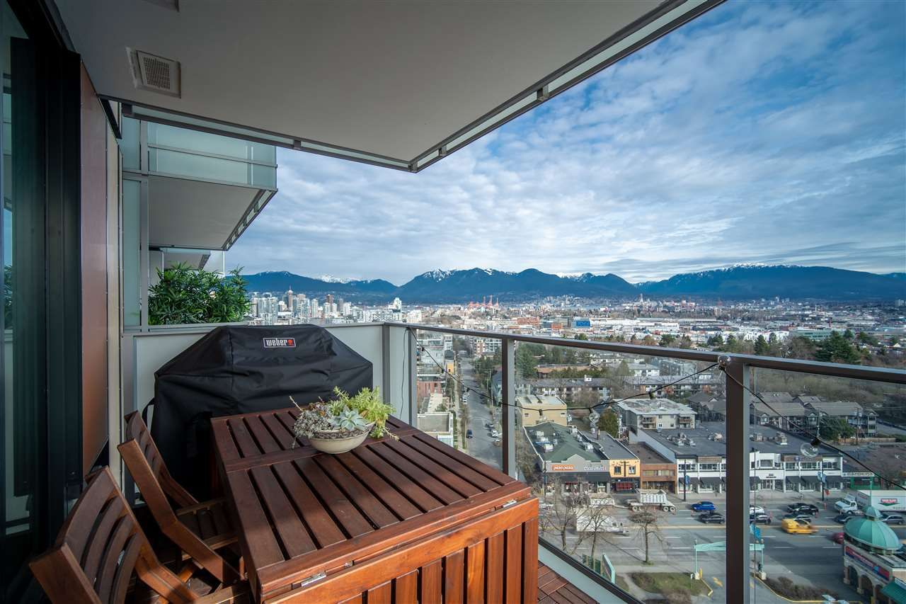 "Main Photo: 1605 285 E 10 Avenue in Vancouver: Mount Pleasant VE Condo for sale in ""The Independant"" (Vancouver East)  : MLS®# R2558231"
