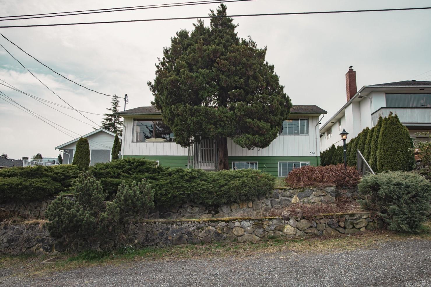 Main Photo: 581 Poplar St in : Na Brechin Hill House for sale (Nanaimo)  : MLS®# 869845