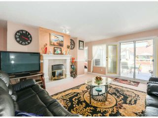 """Photo 3: 205 13725 72A Avenue in Surrey: East Newton Townhouse for sale in """"PARK PLACE ESTATES"""" : MLS®# F1418923"""