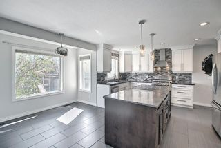 Photo 8: 29 West Cedar Point SW in Calgary: West Springs Detached for sale : MLS®# A1131789