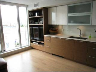 "Photo 3: 401 1635 W 3RD Avenue in Vancouver: False Creek Condo for sale in ""LUMEN"" (Vancouver West)  : MLS®# V823726"