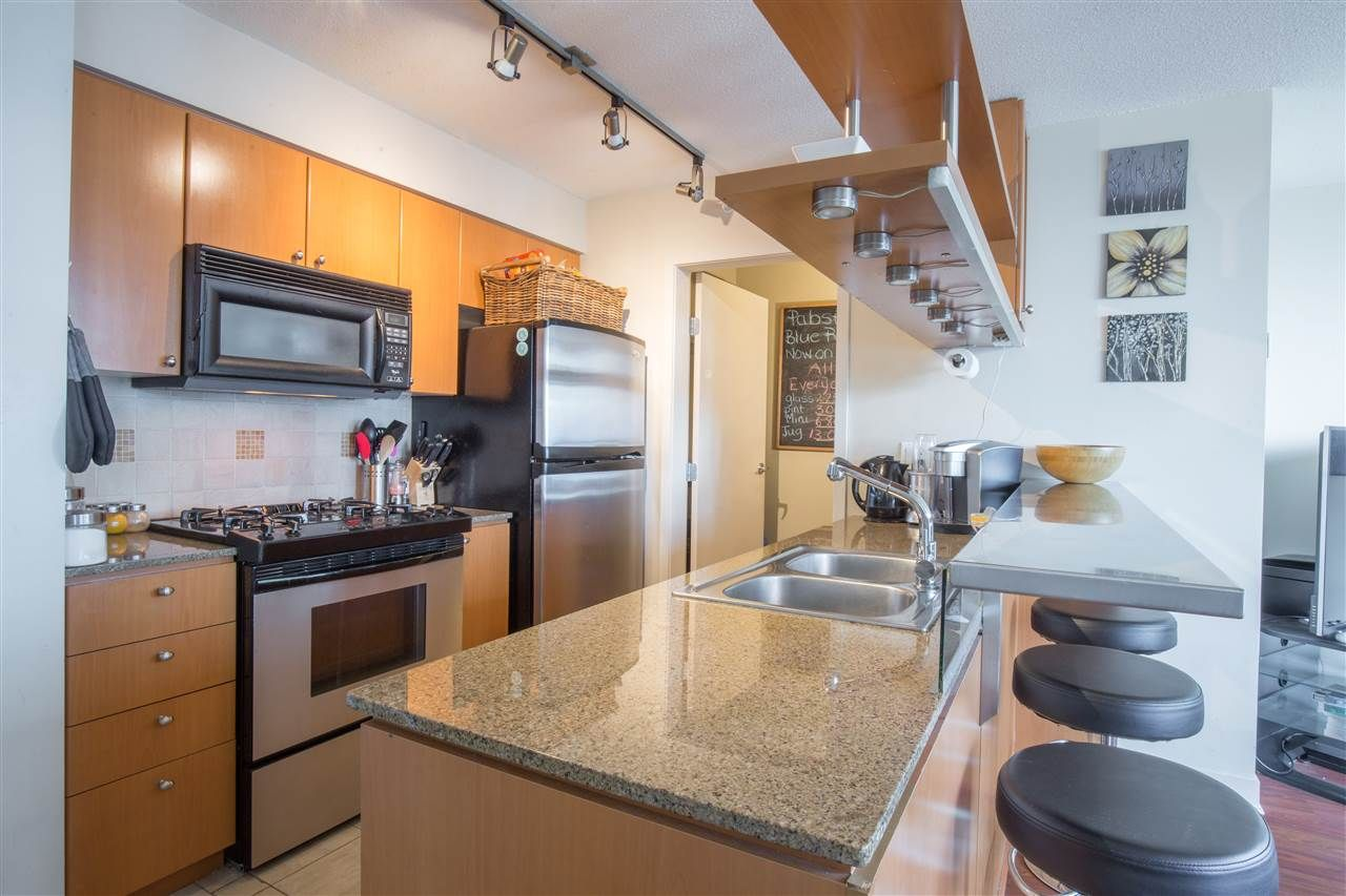 "Photo 8: Photos: 2507 1438 RICHARDS Street in Vancouver: Yaletown Condo for sale in ""AZURA ONE"" (Vancouver West)  : MLS®# R2394996"