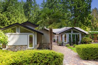 Photo 1: 1300 Clayton Rd in NORTH SAANICH: NS Lands End House for sale (North Saanich)  : MLS®# 820834