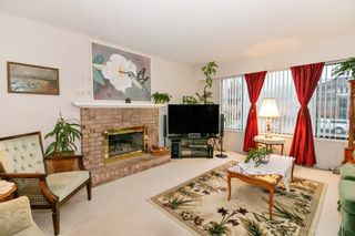Photo 3: 832 MACINTOSH STREET in Coquitlam: Harbour Chines House for sale : MLS®# R2223774