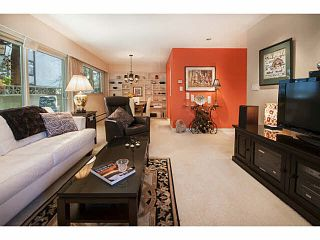 """Photo 4: 101 325 W 3RD Street in North Vancouver: Lower Lonsdale Condo for sale in """"HARBOURVIEW"""" : MLS®# V1110069"""