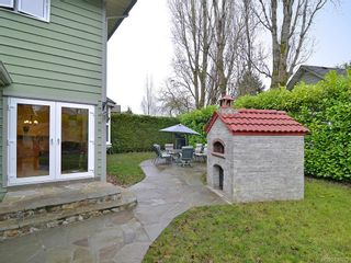 Photo 4: 7029 Wallace Dr in Central Saanich: CS Brentwood Bay House for sale : MLS®# 636075