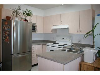 """Photo 3: PH1 418 E BROADWAY in Vancouver: Mount Pleasant VE Condo for sale in """"BROADWAY CREST"""" (Vancouver East)  : MLS®# V1022028"""