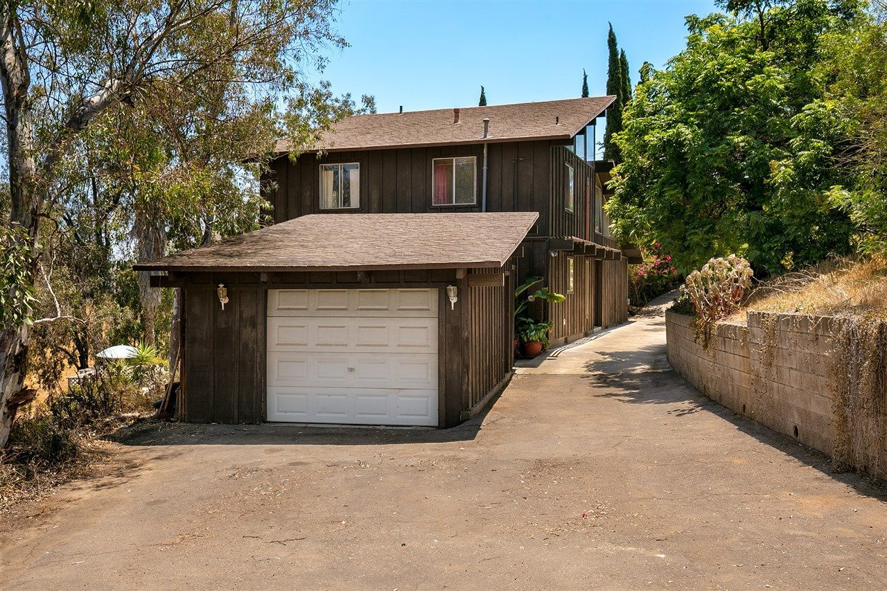 Main Photo: LAKESIDE House for sale : 3 bedrooms : 9349 Riverview Ave