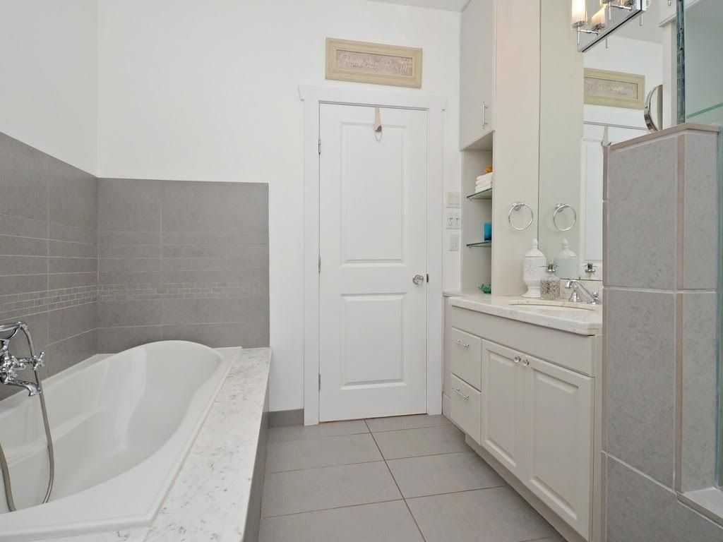 Photo 14: Photos: 728 E 7TH Street in North Vancouver: Queensbury House for sale : MLS®# R2114157