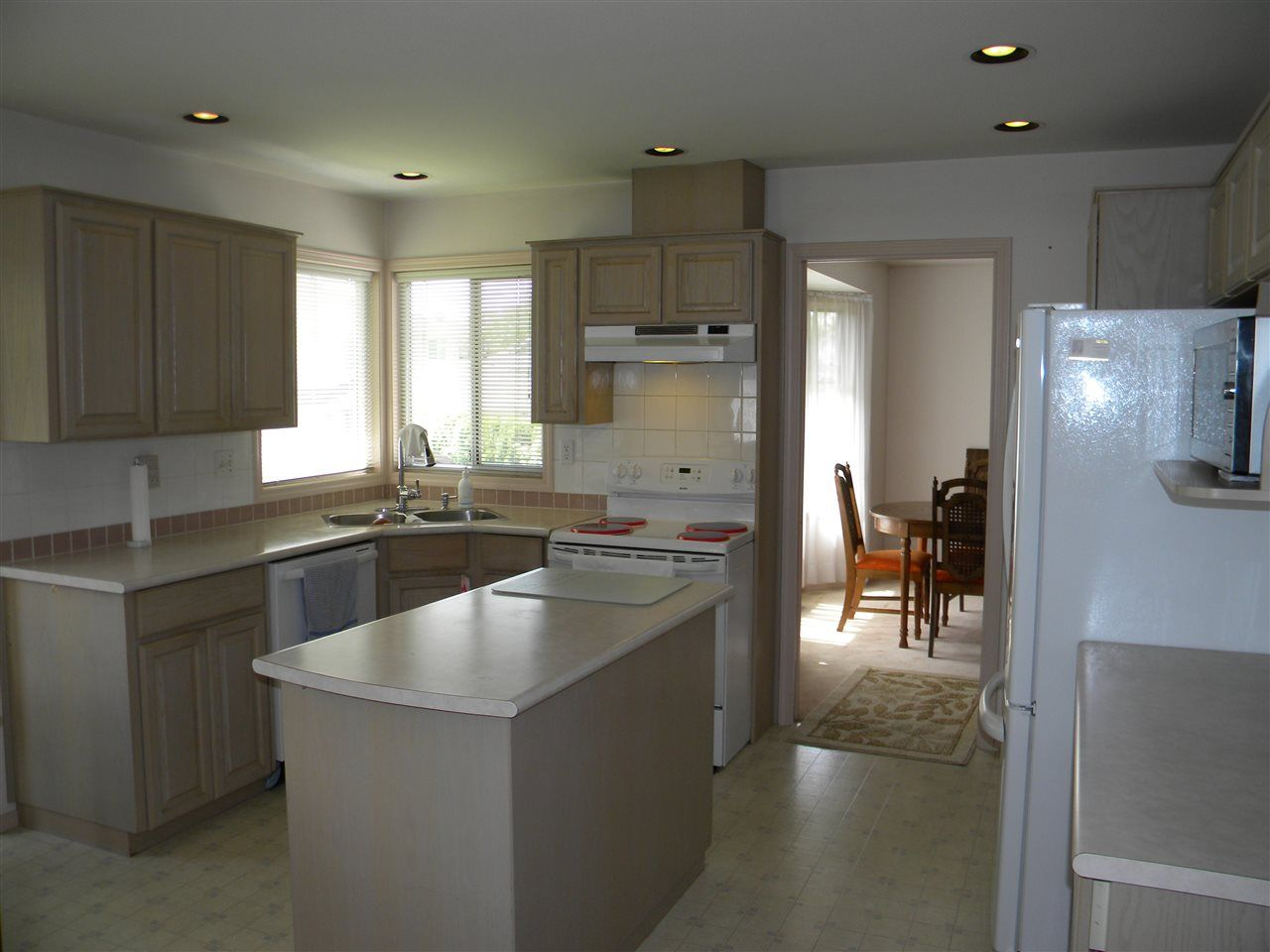 """Photo 5: Photos: 14140 84A Avenue in Surrey: Bear Creek Green Timbers House for sale in """"BROOKSIDE"""" : MLS®# R2180747"""