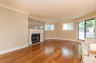 Photo 3: 111 1560 Hillside Ave in : Vi Oaklands Condo for sale (Victoria)  : MLS®# 851555