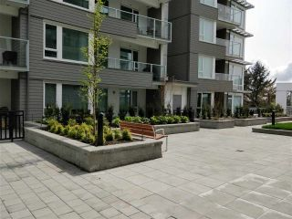 "Photo 4: 110 255 W 1ST Street in North Vancouver: Lower Lonsdale Condo for sale in ""WEST QUAY"" : MLS®# R2458983"