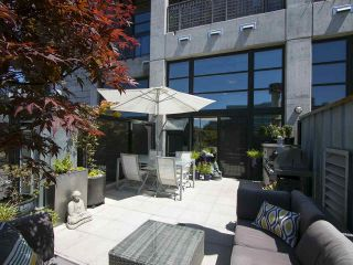 """Photo 1: 305 428 W 8TH Avenue in Vancouver: Mount Pleasant VW Condo for sale in """"XL LOFTS"""" (Vancouver West)  : MLS®# R2184000"""