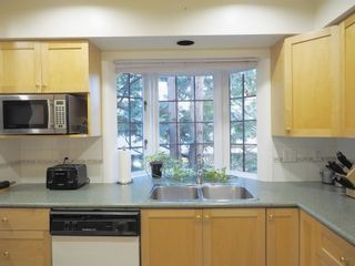 """Photo 6: 214 2320 W 40TH Avenue in Vancouver: Kerrisdale Condo for sale in """"MANOR GARDENS"""" (Vancouver West)  : MLS®# R2061277"""