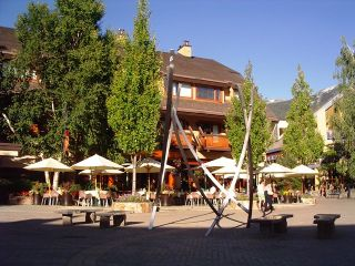 """Photo 1: 136 4220 GATEWAY Drive in Whistler: Whistler Village Condo for sale in """"BLACKCOMB LODGE"""" : MLS®# R2410086"""