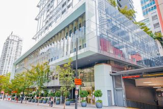 """Photo 2: PH7 777 RICHARDS Street in Vancouver: Downtown VW Condo for sale in """"TELUS GARDEN"""" (Vancouver West)  : MLS®# R2621285"""
