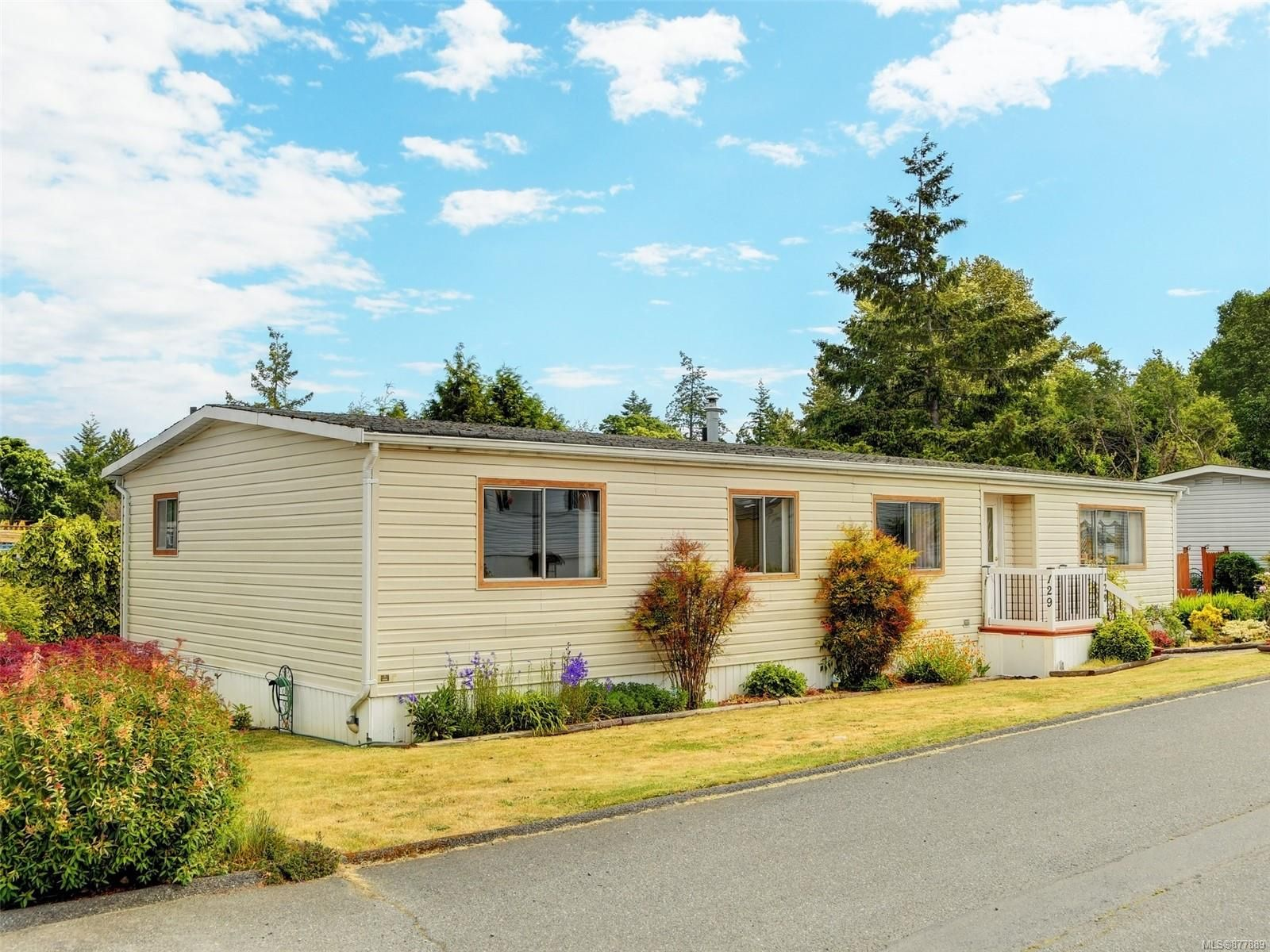 Main Photo: 129 13 Chief Robert Sam Lane in : VR Glentana Manufactured Home for sale (View Royal)  : MLS®# 877889