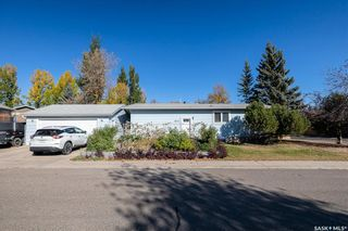 Photo 3: 902 Coppermine Crescent in Saskatoon: River Heights SA Residential for sale : MLS®# SK873602