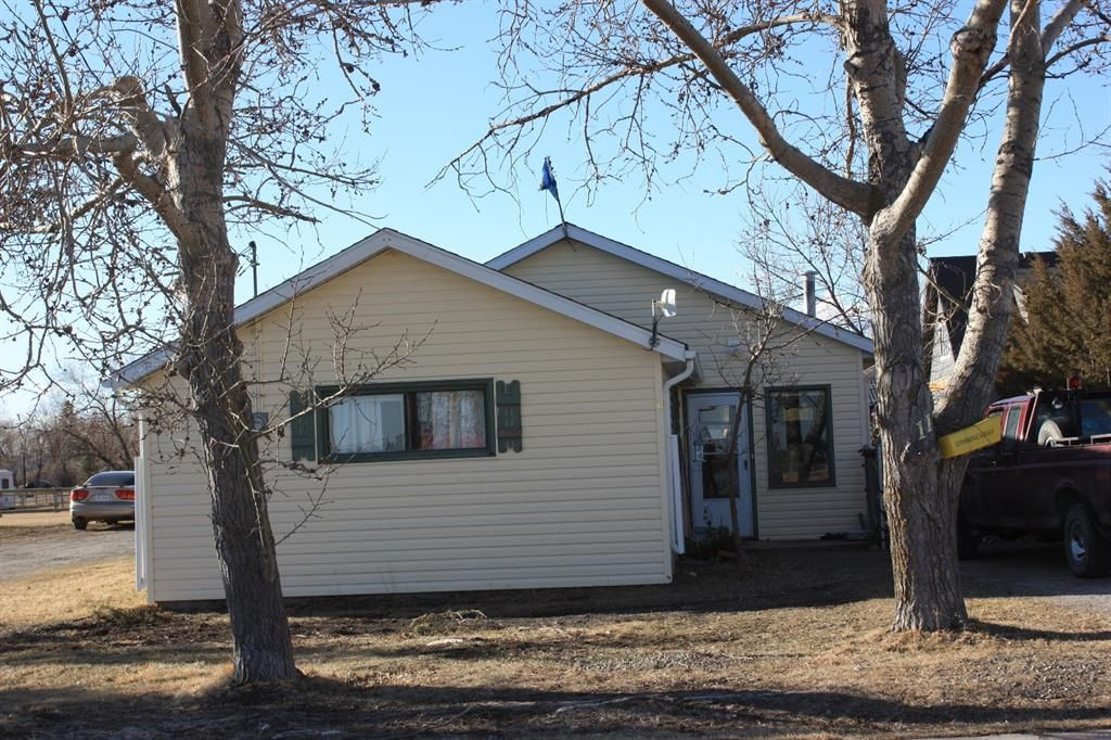 Main Photo: 11 1 Avenue in Hill Spring: NONE Residential for sale : MLS®# A1083983