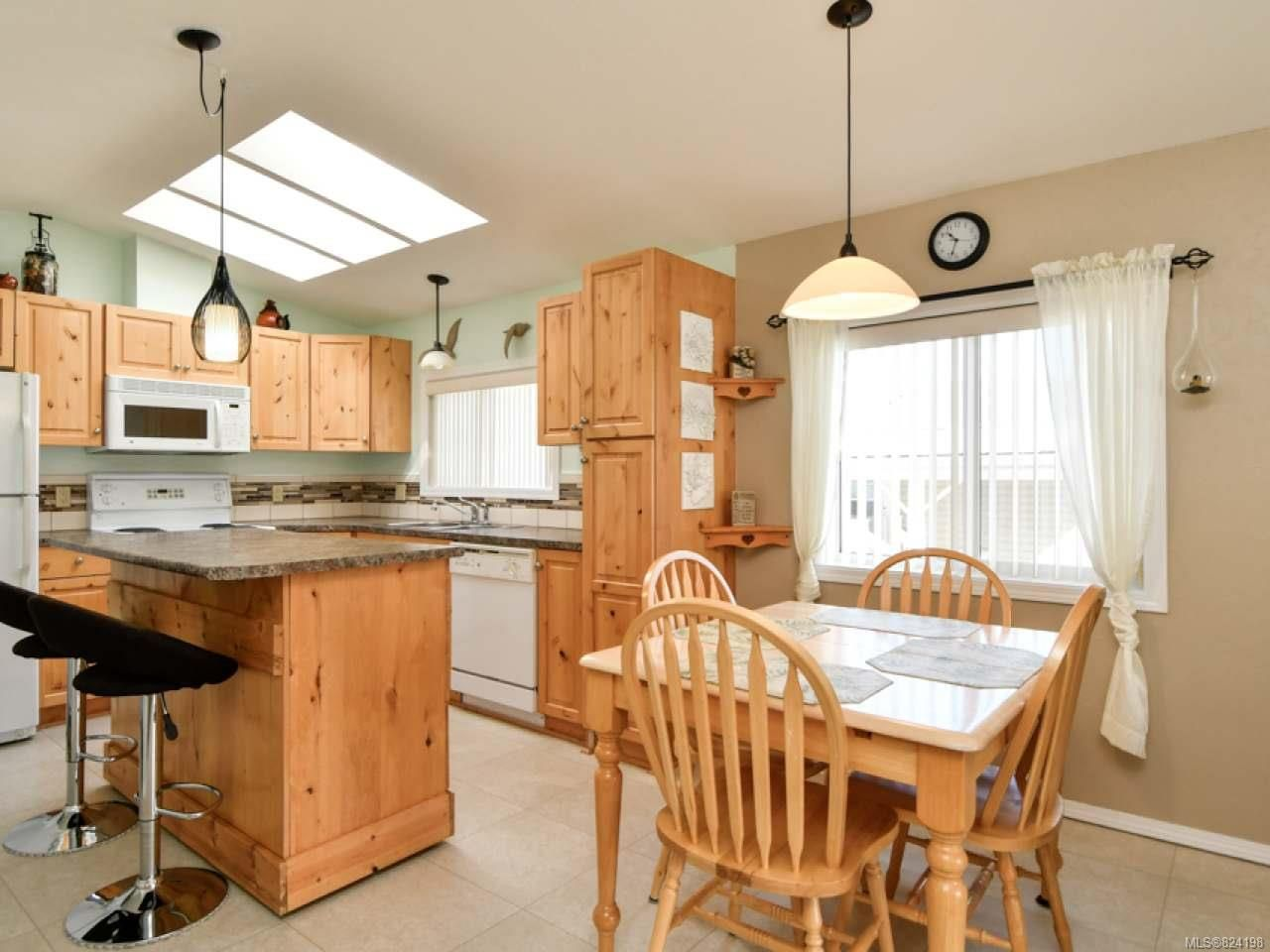 Photo 4: Photos: 38 951 Homewood Rd in CAMPBELL RIVER: CR Campbell River Central Manufactured Home for sale (Campbell River)  : MLS®# 824198