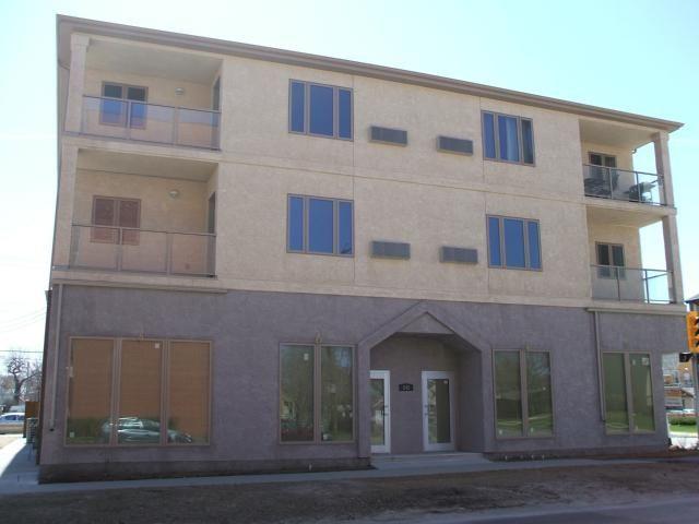 Main Photo: 330 Traverse Avenue in WINNIPEG: St Boniface Condominium for sale (South East Winnipeg)  : MLS®# 1206892