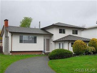 Photo 1: 1854 Elmhurst Pl in VICTORIA: SE Lambrick Park House for sale (Saanich East)  : MLS®# 572486