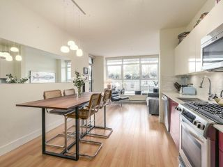 """Photo 10: 209 2250 COMMERCIAL Drive in Vancouver: Grandview VE Condo for sale in """"THE MARQUEE"""" (Vancouver East)  : MLS®# R2253784"""