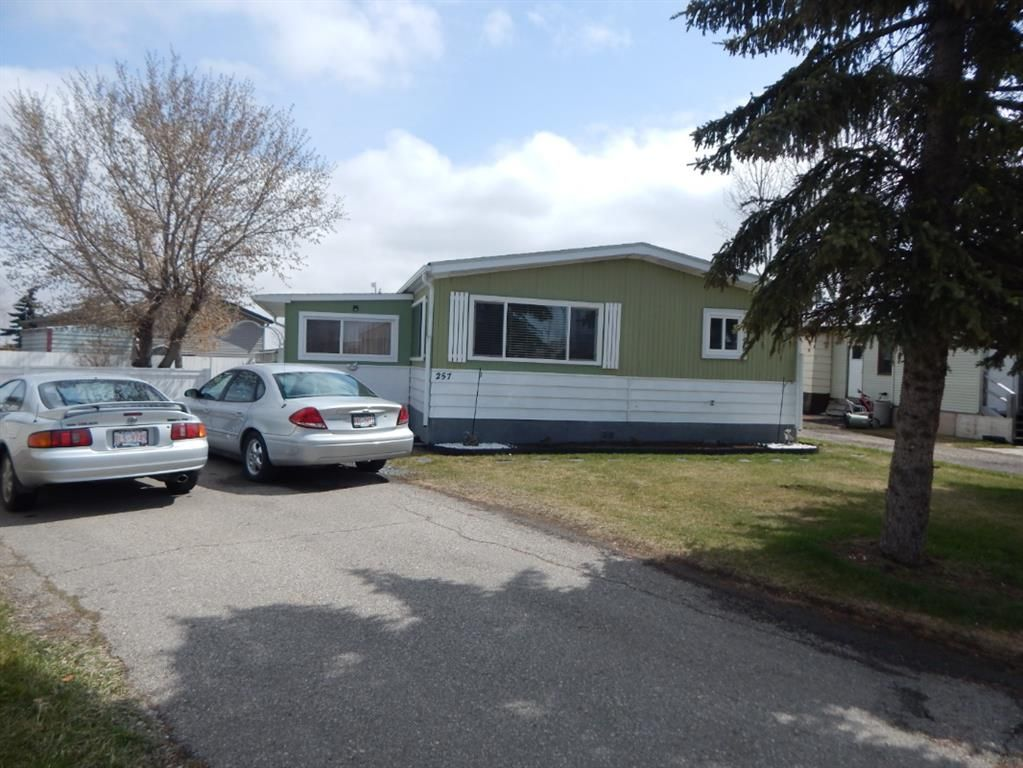 Main Photo: 257 6220 17 Avenue in Calgary: Red Carpet Mobile for sale : MLS®# A1142701