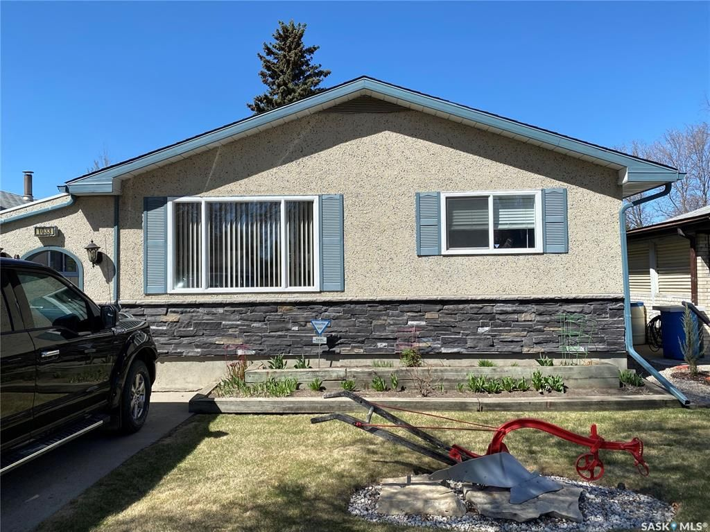 Main Photo: 1033 Macklem Drive in Saskatoon: Massey Place Residential for sale : MLS®# SK854085