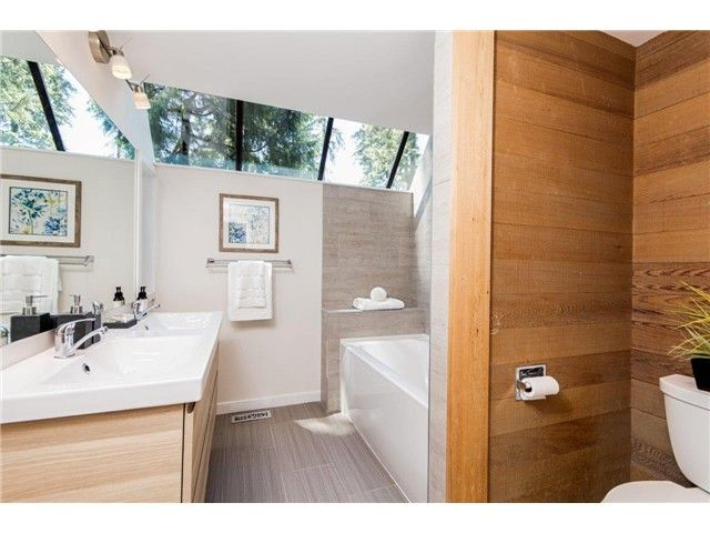 """Photo 8: Photos: 1810 RIVERSIDE Drive in North Vancouver: Seymour House for sale in """"RIVERSIDE"""" : MLS®# V1130790"""