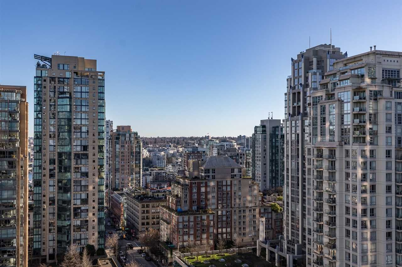 "Main Photo: 1704 1199 SEYMOUR Street in Vancouver: Downtown VW Condo for sale in ""BRAVA"" (Vancouver West)  : MLS®# R2531819"
