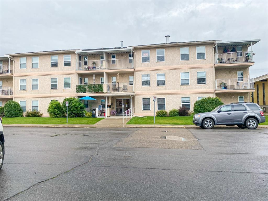 Main Photo: 208 5026 49 Street: Olds Apartment for sale : MLS®# A1138232