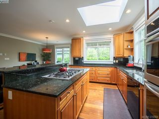 Photo 5: 1676 Chandler Ave in VICTORIA: Vi Fairfield East House for sale (Victoria)  : MLS®# 762394