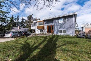 Photo 1: 812 Elrick Pl in VICTORIA: Es Rockheights House for sale (Esquimalt)  : MLS®# 752654