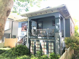 """Photo 4: 1271 E 28TH Avenue in Vancouver: Knight House for sale in """"FRASER/KNIGHT"""" (Vancouver East)  : MLS®# R2584737"""