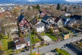 "Photo 18: 2142 NAPIER Street in Vancouver: Grandview Woodland House for sale in ""Grandview Woodland"" (Vancouver East)  : MLS®# R2450268"