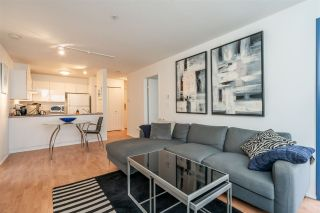 Photo 4: 304 335 CARNARVON STREET in New Westminster: Downtown NW Condo for sale : MLS®# R2448151