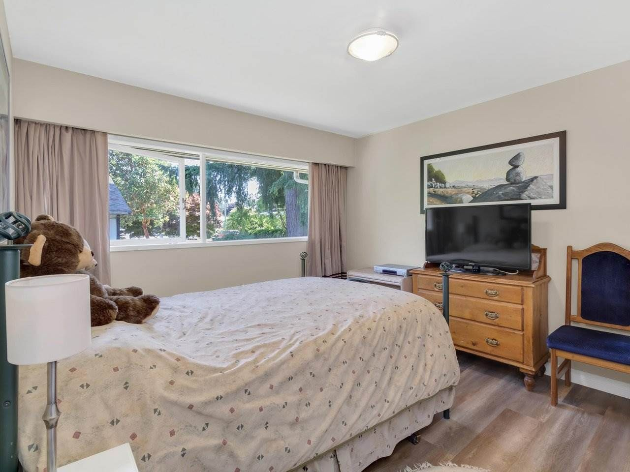 Photo 15: Photos: 943 GATENSBURY Street in Coquitlam: Harbour Chines House for sale : MLS®# R2499202