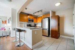 Photo 4: 302 7428 BYRNEPARK WALK in Burnaby: South Slope Condo for sale (Burnaby South)  : MLS®# R2458762