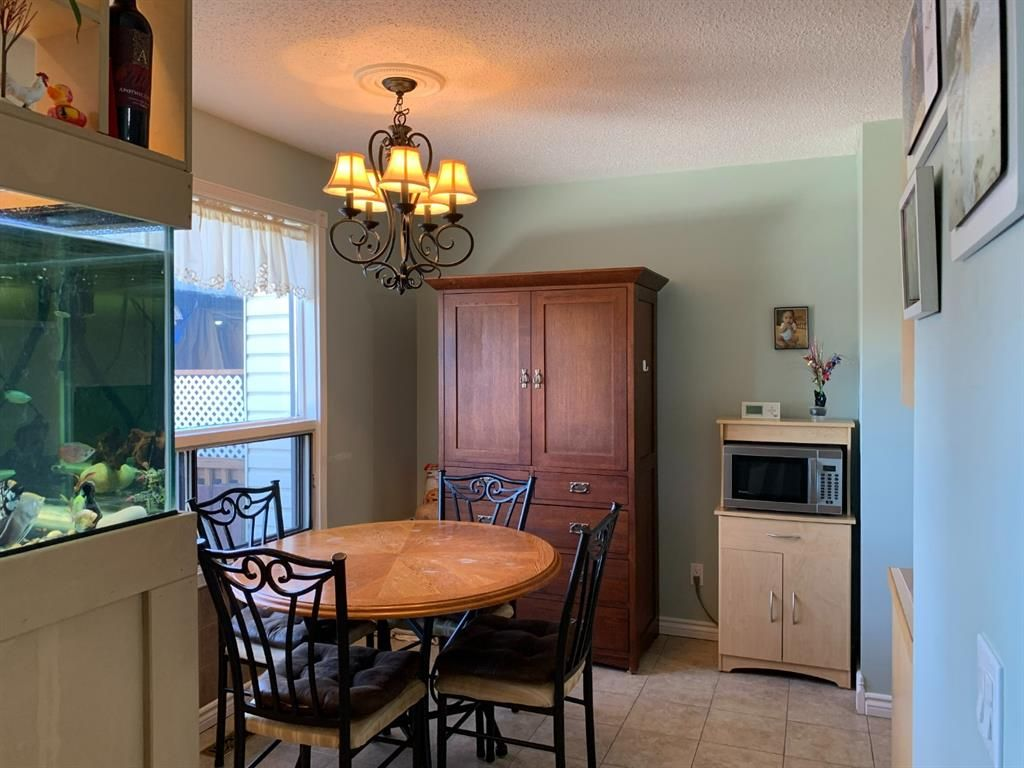 Photo 3: Photos: 37 Fonda Drive SE in Calgary: Forest Heights Semi Detached for sale : MLS®# A1081967