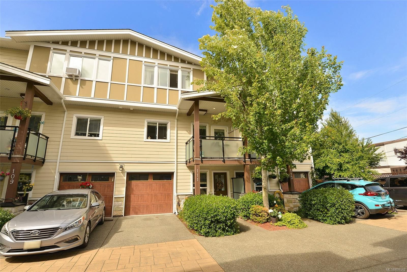 Main Photo: 111 2889 CARLOW Rd in : La Langford Proper Row/Townhouse for sale (Langford)  : MLS®# 878589
