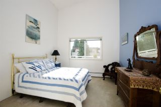 "Photo 8: 306 1066 W 13TH Avenue in Vancouver: Fairview VW Condo for sale in ""LANDMARK VILLA"" (Vancouver West)  : MLS®# R2421462"