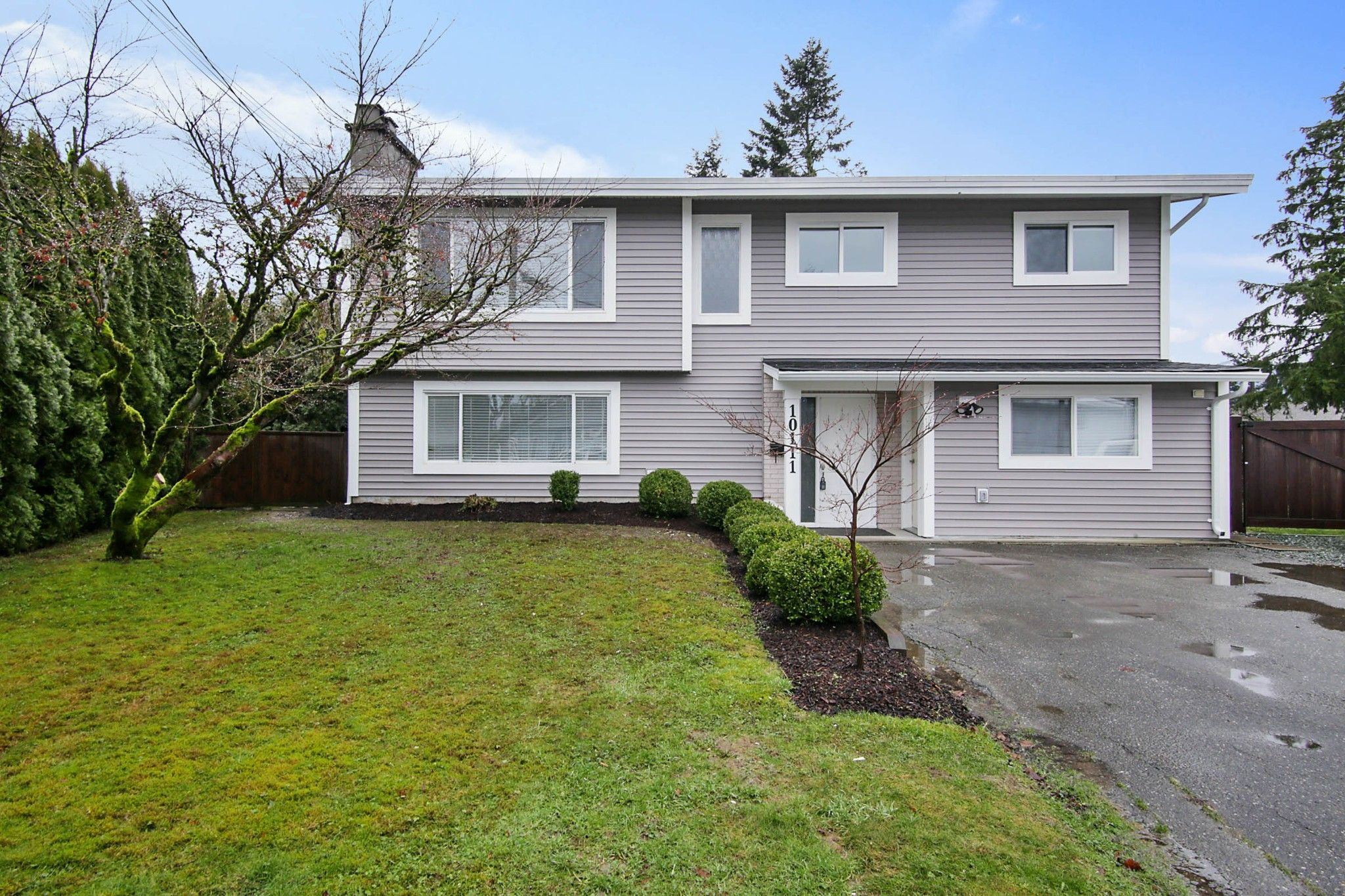 Main Photo: 10111 SHAMROCK Drive in Chilliwack: Fairfield Island House for sale : MLS®# R2535522