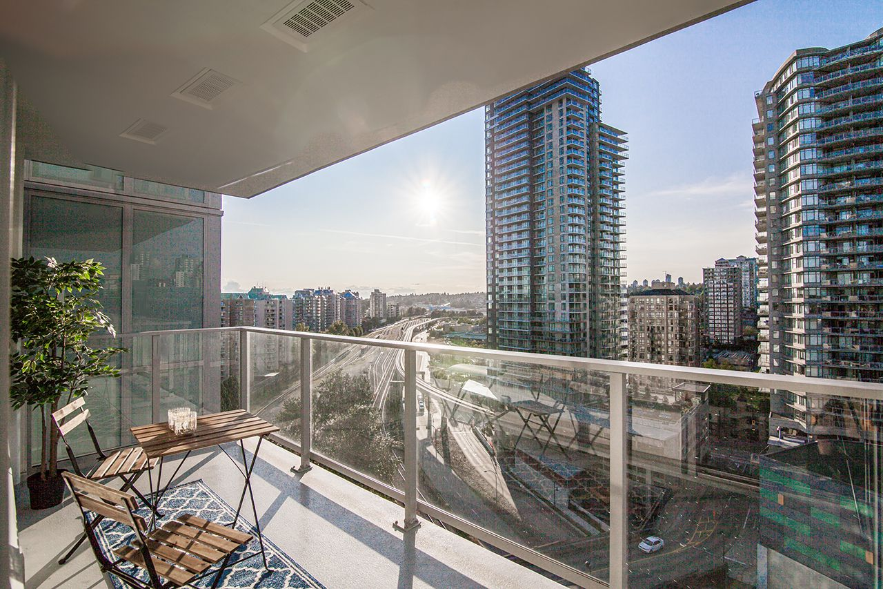 """Main Photo: 1610 908 QUAYSIDE Drive in New Westminster: Quay Condo for sale in """"RIVERSKY 1"""" : MLS®# R2396608"""