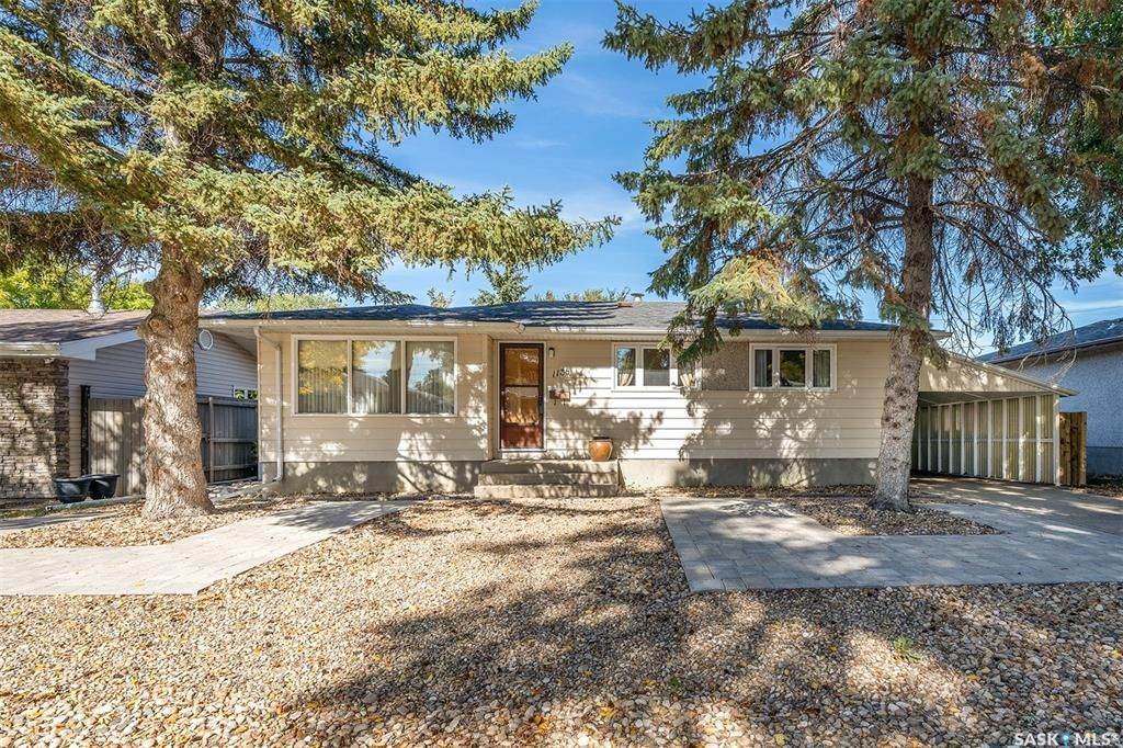 Main Photo: 1138 Currie Crescent in Moose Jaw: Hillcrest MJ Residential for sale : MLS®# SK871915