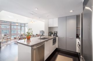 "Photo 2: 905 788 RICHARDS Street in Vancouver: Downtown VW Condo for sale in ""L'Hermitage"" (Vancouver West)  : MLS®# R2458988"