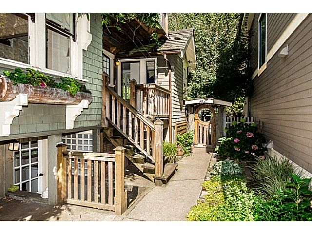 """Photo 4: Photos: 402 SIXTH Avenue in New Westminster: Queens Park House for sale in """"QUEEN'S PARK"""" : MLS®# V1083749"""