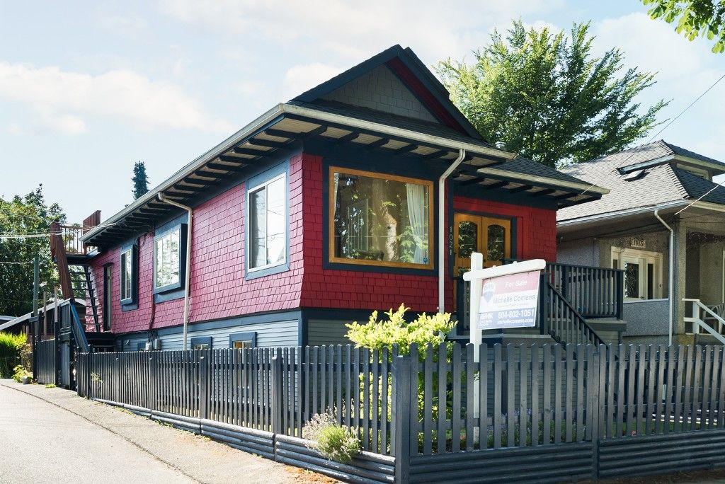 """Main Photo: 1021 SEMLIN Drive in Vancouver: Grandview VE House for sale in """"COMMERCIAL DRIVE"""" (Vancouver East)  : MLS®# R2086494"""